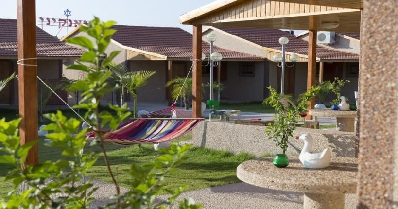 Desert guest rooms outside in Biankini Village Res